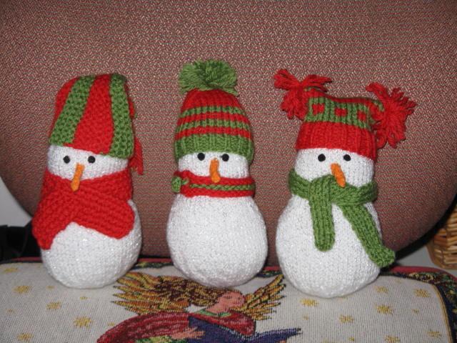 Hand knitted snowmen 2013